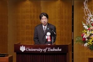 祝辞を述べる山田学長