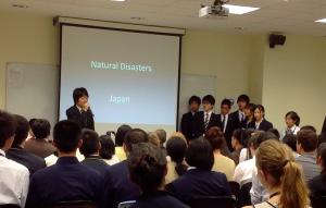 日本チームの発表の様子
