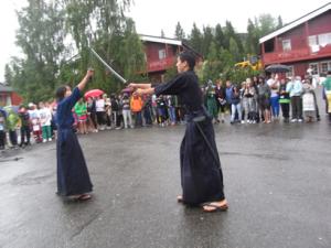 ミニエキスポで剣道の「型」を紹介。注目を集めた。