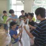 中2生による三角巾包帯法実習