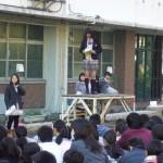 歓迎の挨拶を行う附属高校の生徒代表