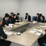 下山校長から同校の概要説明を受ける上野文部科学大臣政務官