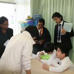 小学部ではバスボムを作る作業体験の様子を見学した。