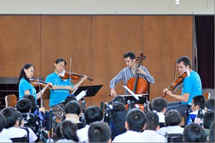 演奏の様子(左からチョウさん、五嶋さん、カッツさん、フランプトンさん) ※Photo:Shinobu Suzuki