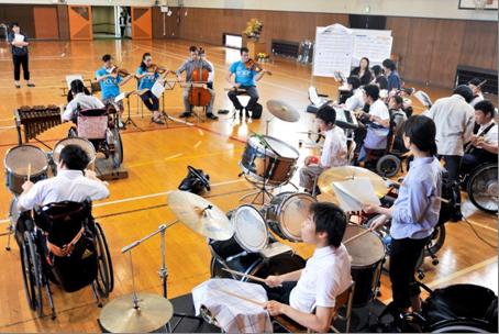 高等部バンド部の練習にも参加 ※Photo:Shinobu Suzuki