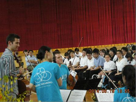 楽器による音色の違いに聴き入る児童生徒
