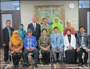 ユネスコ国内委員会のメンバーと石隈教育長