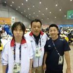 左)水泳日本代表 小野智華子さん、 中央)日本代表水泳コーチ(同校保健体育科教諭)寺西真人教諭、右)男子ゴールボール日本代表 川嶋悠太さん
