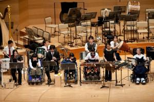 演奏する生徒たち (Photo:Shinobu Suzuki)