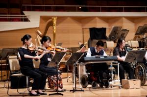 五嶋みどりさん(左端)との共演(Photo:Shinobu Suzuki)