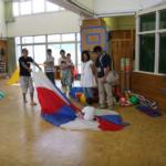 幼稚部の活動を参観する保護者