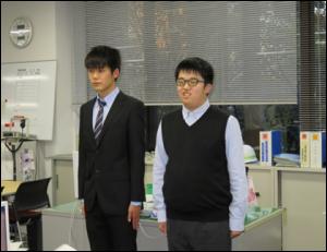 挨拶する実習生 岩井迫さん(左)、篠塚さん(右)